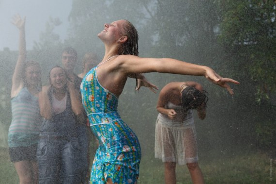 700-booty-dance-wet-rain-water-clothes-fitness-woman