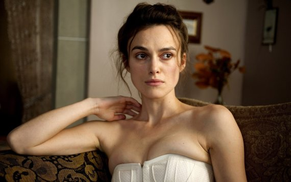 keira-knightley-women-couch-movies-shoulders-white-dress-a-dangerous-method.jpg